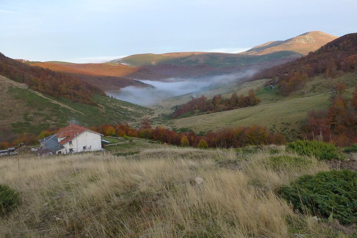 Лесен планински преход от Рибарица до Тъжа